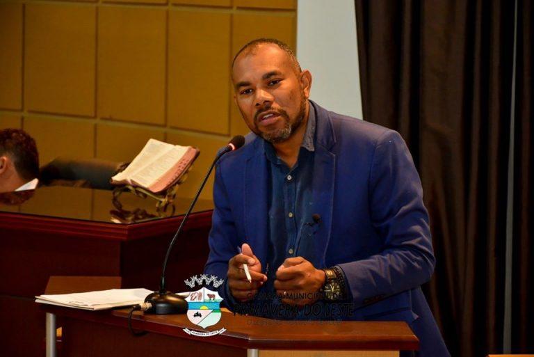 Vereador Luis Costa critica deputado por organizar a audiência pública que discute as possíveis irregularidades cometidas pela empresa Energisa em horário de Sessão Ordinária